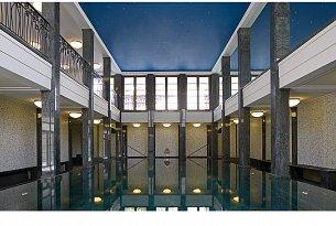 Spabereich mit Hallenbad, Sauna & Fitness